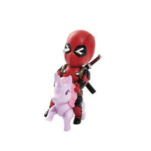 Deadpool sur sa licorne